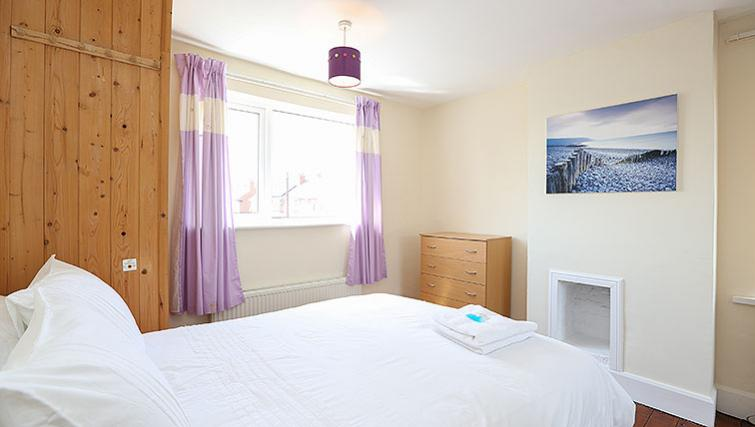 Spacious bedroom at Coundon House - Citybase Apartments