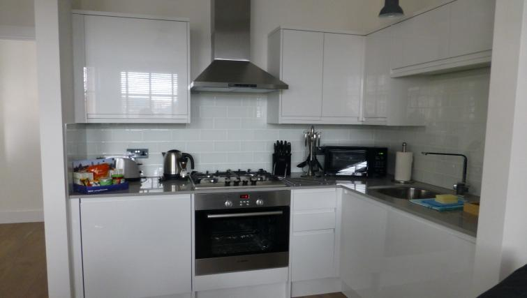 Kitchen facilities at the Clarendon 94 Shaftesbury Avenue - Citybase Apartments