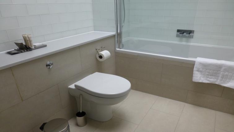 Bathroom at the Clarendon 94 Shaftesbury Avenue - Citybase Apartments