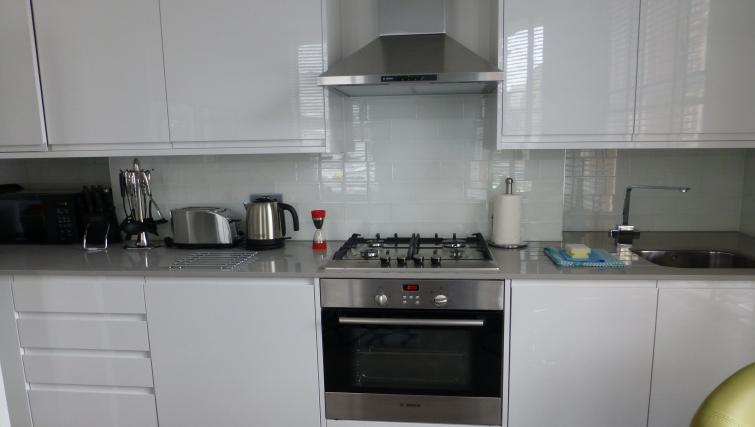 Kitchen at the Clarendon 94 Shaftesbury Avenue - Citybase Apartments