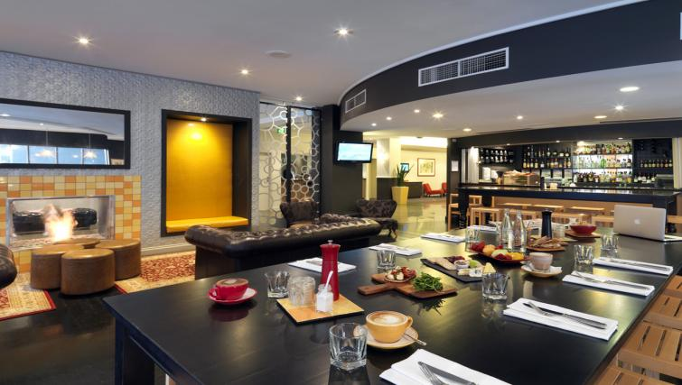 Restaurant at Mantra on Little Bourke - Citybase Apartments