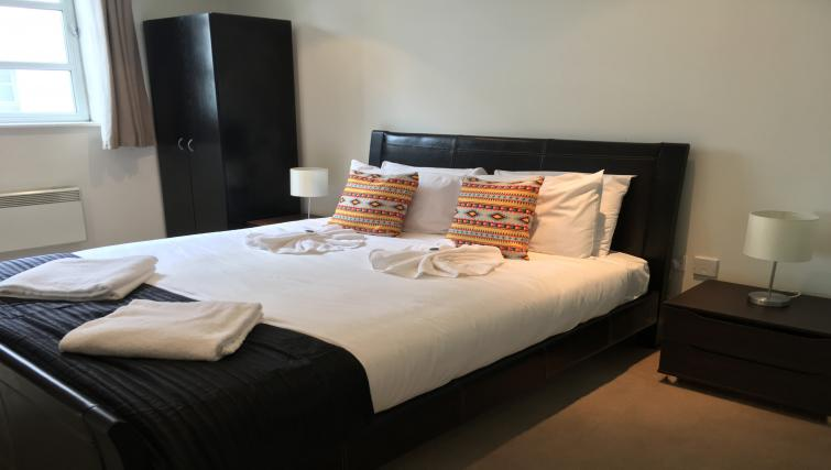 Cosy double bedroom at Still Life Liverpool Street - Citybase Apartments