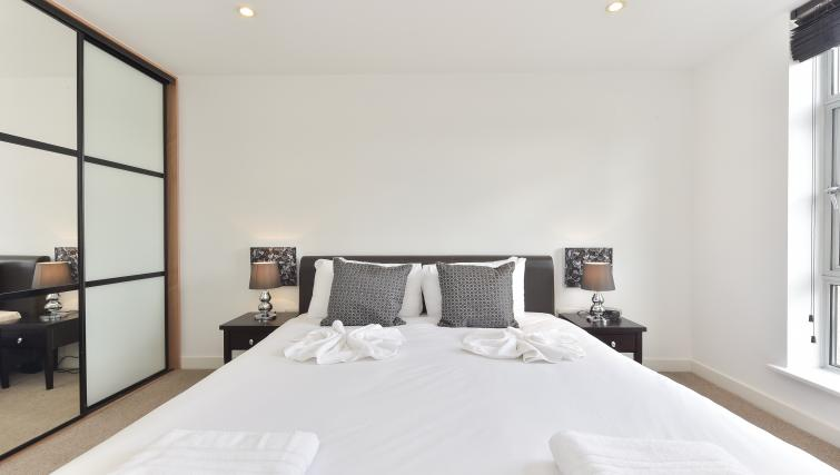 Double bed at Still Life Liverpool Street - Citybase Apartments