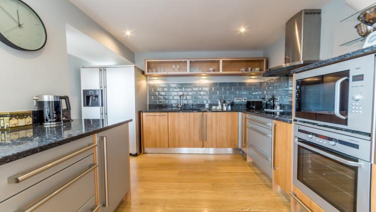Kitchen at Stonegate Court Apartment - Citybase Apartments