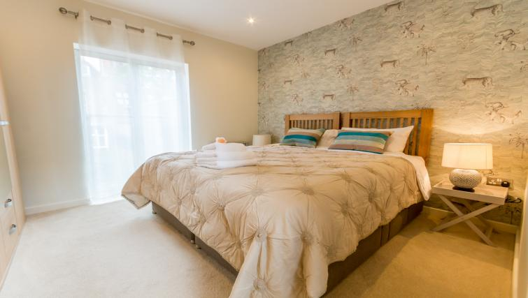 Double bedroom at Stonegate Court Apartment - Citybase Apartments