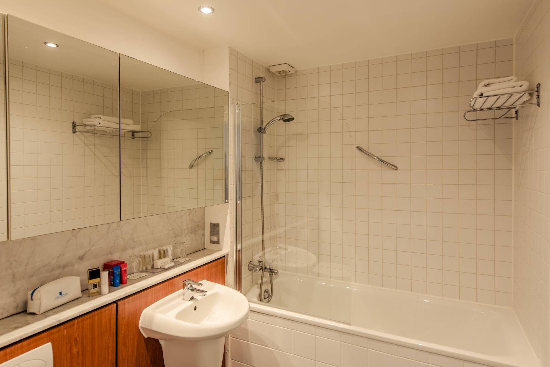 Bathroom at Premier Suites Dublin Sandyford, Sandyford, Dublin - Citybase Apartments