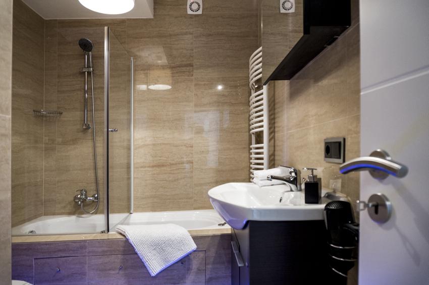 Bathroom at Villa Marilyn Apartments - Citybase Apartments