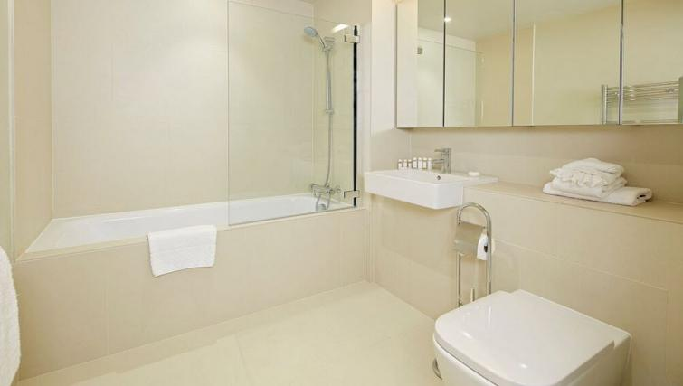 Bathroom at Oakwood Leather Lane - Citybase Apartments