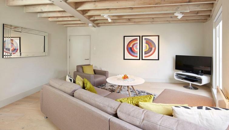 Living room at Oakwood Leather Lane - Citybase Apartments
