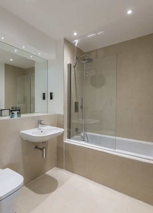 Bath at The Heights at Athena Court - Citybase Apartments