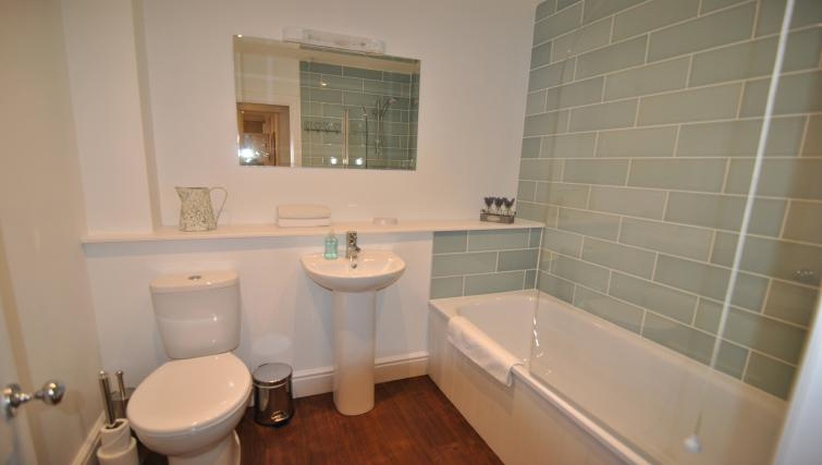 Bath at Lord Raglan House - Citybase Apartments