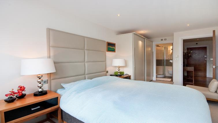 Double bed at Still Life Barbican - Citybase Apartments