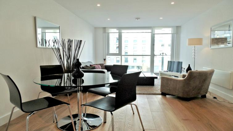 Dining area at Still Life Tower Hill Deluxe - Citybase Apartments