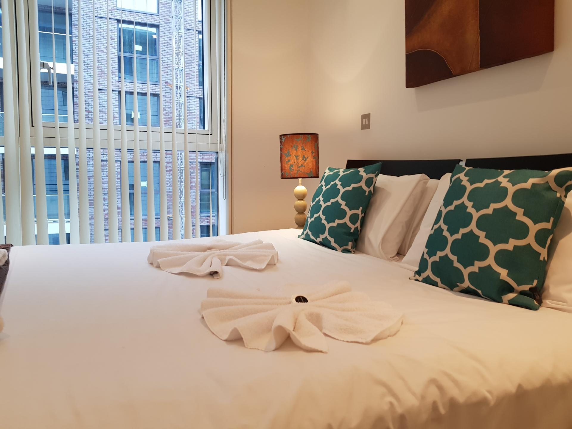 Double bed at Still Life Tower Hill Deluxe - Citybase Apartments