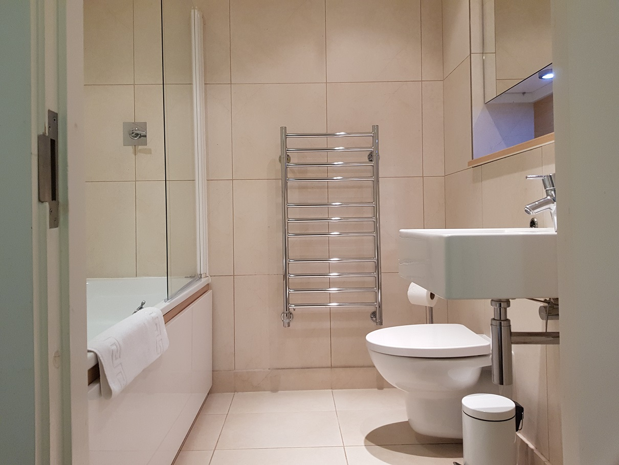 Bath at Still Life Tower Hill Deluxe - Citybase Apartments
