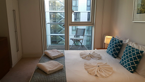 Balcony at Still Life Tower Hill Deluxe - Citybase Apartments