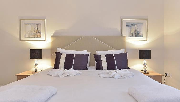 Double bedroom at Still Life Tower Hill Executive - Citybase Apartments