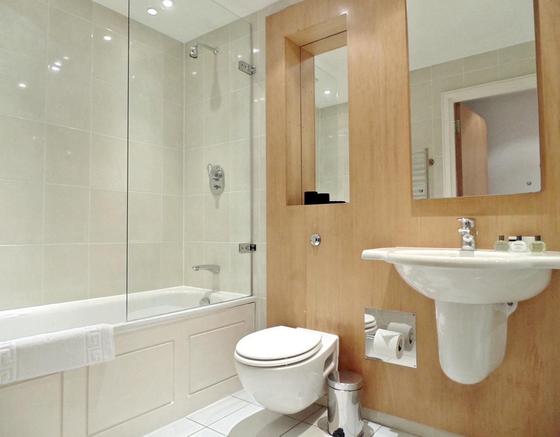 Bath at Still Life Tower Hill Executive - Citybase Apartments