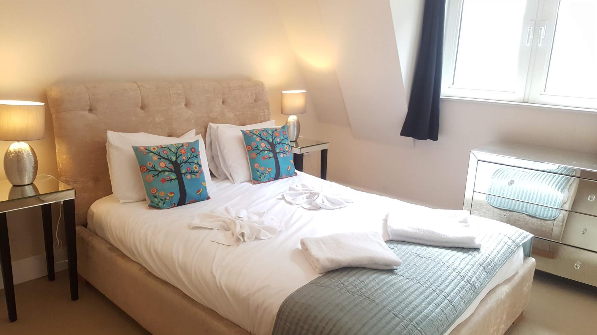 Bright bedroom at Still Life Tower Hill Executive - Citybase Apartments
