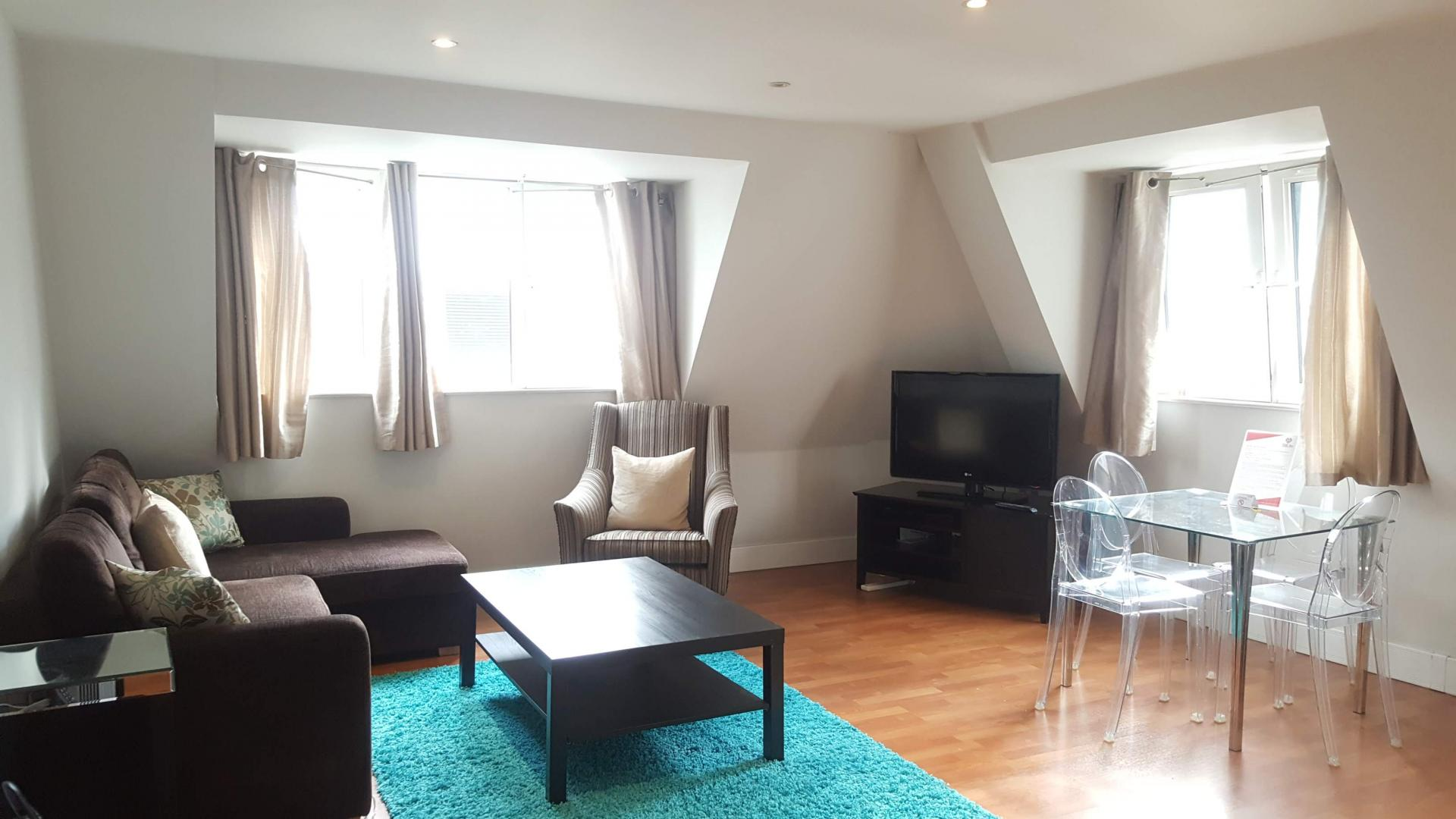 Bright lounge at Still Life Tower Hill Executive - Citybase Apartments