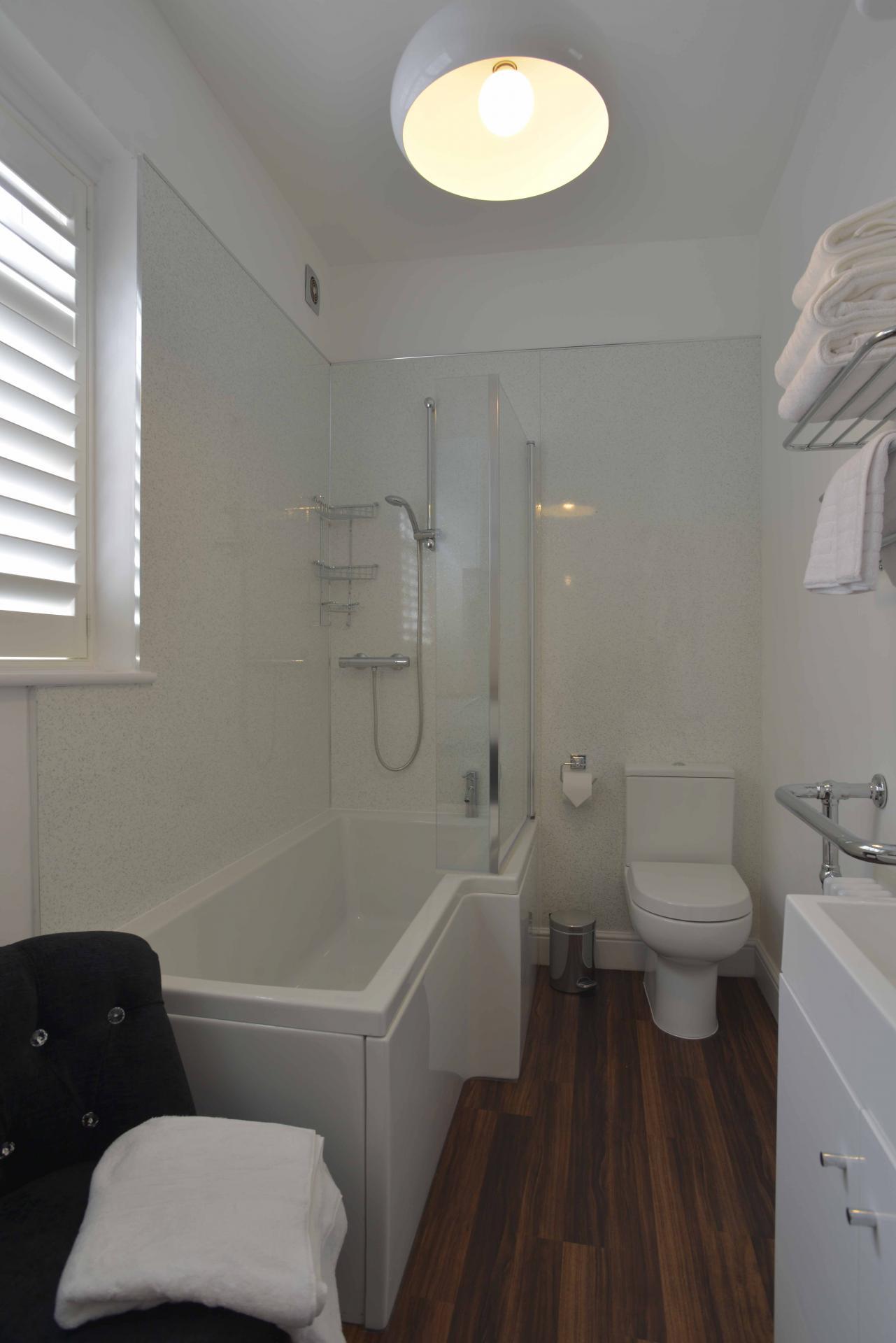 Bathroom at Hawk House, Centre, St Albans - Citybase Apartments