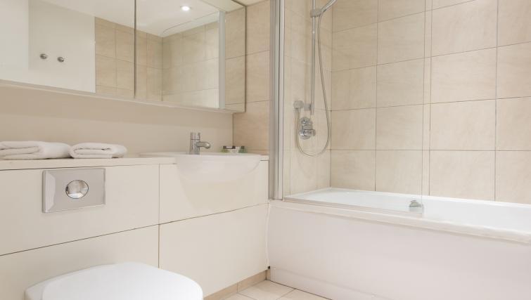 Bathroom at Still Life St Paul's Executive - Citybase Apartments