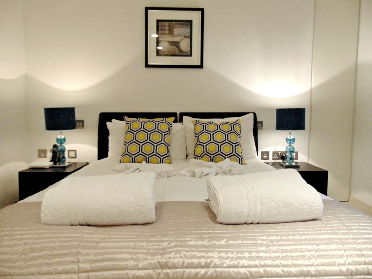 Double bed at Still Life St Paul's Executive - Citybase Apartments