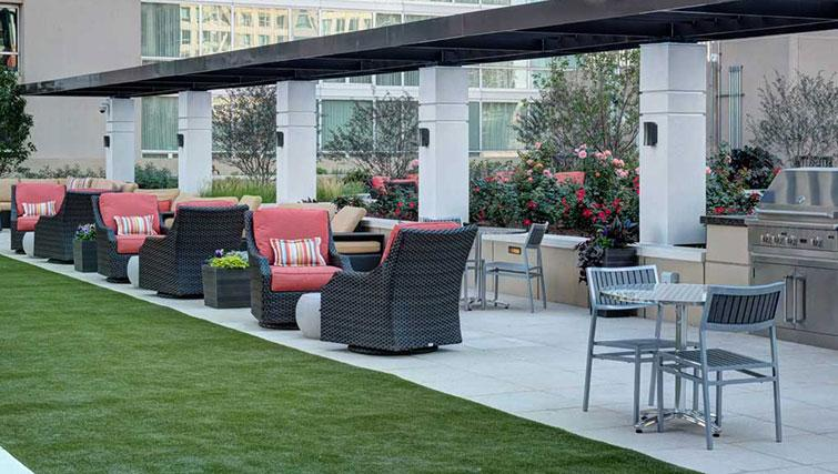 Outdoor area at Amli River North Apartments - Citybase Apartments