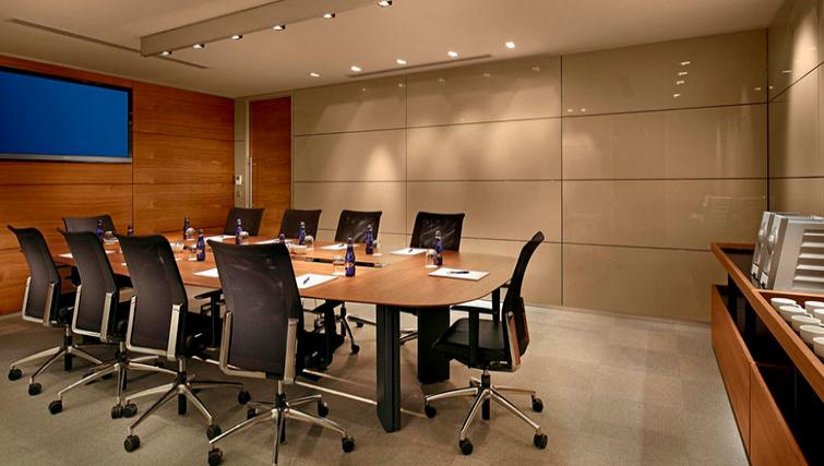 Boardroom at Fraser Place Anthill Istanbul - Citybase Apartments