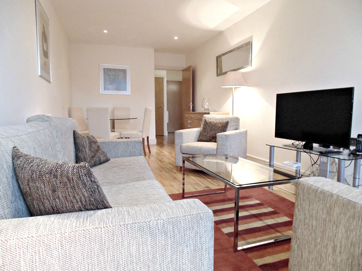 Sofa and TV at Still Life Southwark Executive - Citybase Apartments