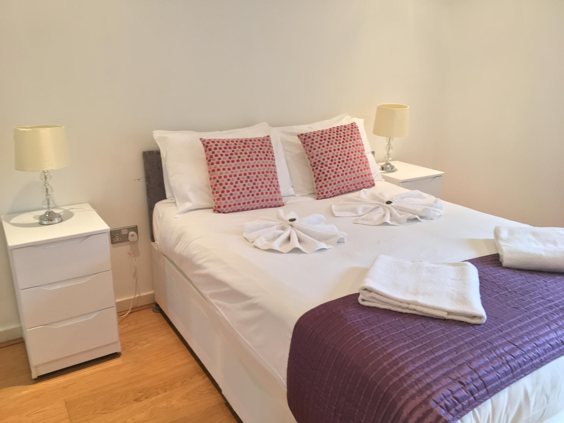 Spacious bedroom at Still Life Clerkenwell Executive - Citybase Apartments