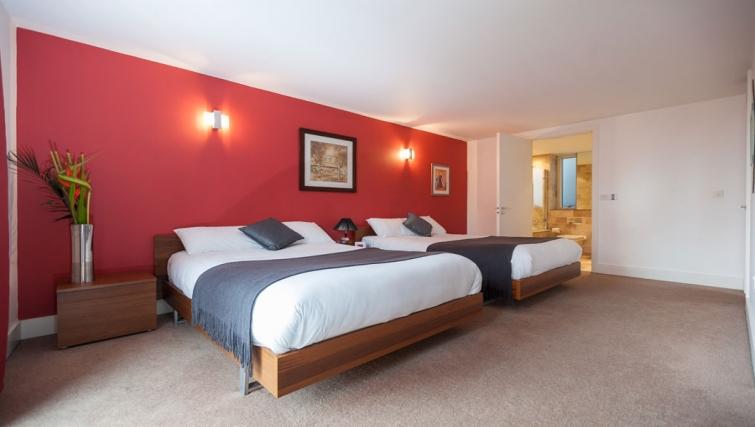 Spacious bedroom at Sinclair Apartments - Citybase Apartments