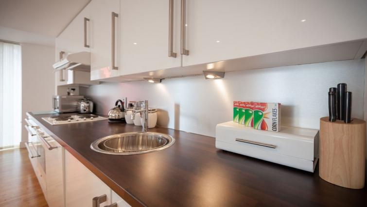 Clean kitchen at Sinclair Apartments - Citybase Apartments