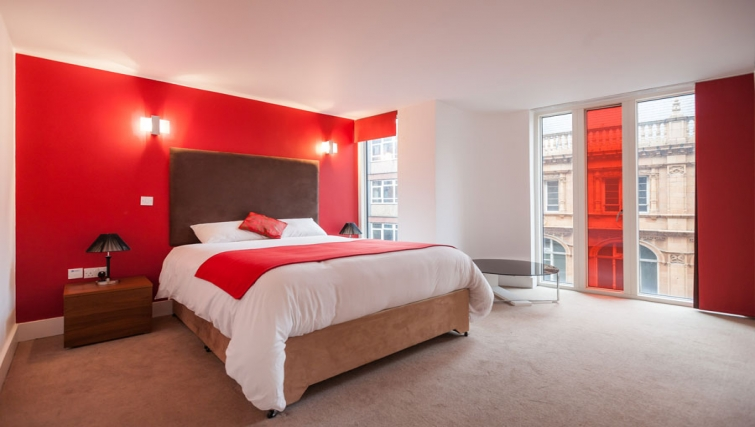 Delightful bedroom at Sinclair Apartments - Citybase Apartments
