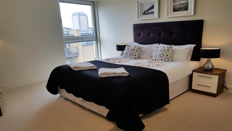 Bedroom furnishings at the Still Life Canary Wharf Executive - Citybase Apartments
