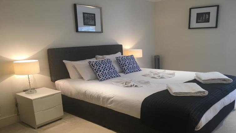 Bedroom at the Still Life Canary Wharf Executive - Citybase Apartments