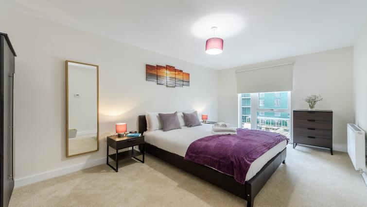 Bed at Flying Butler Gayton Road Apartments - Citybase Apartments