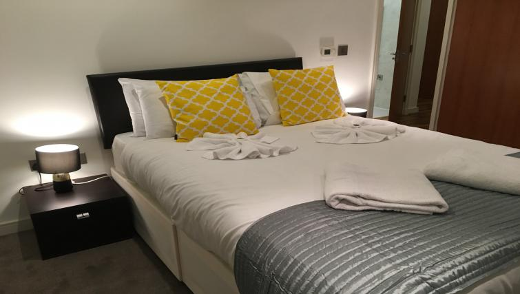 Modern bedroom at Still Life King's Cross - Citybase Apartments