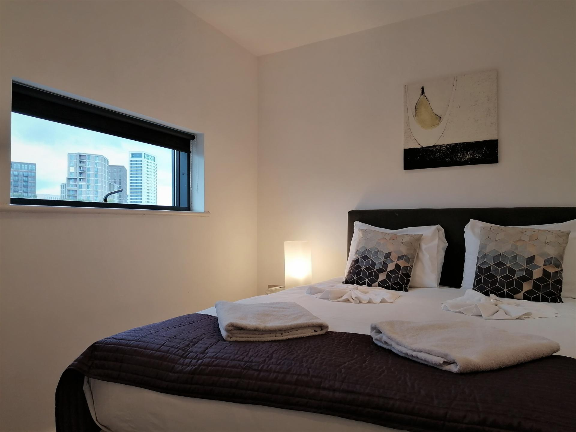 Double bed at Still Life King's Cross - Citybase Apartments