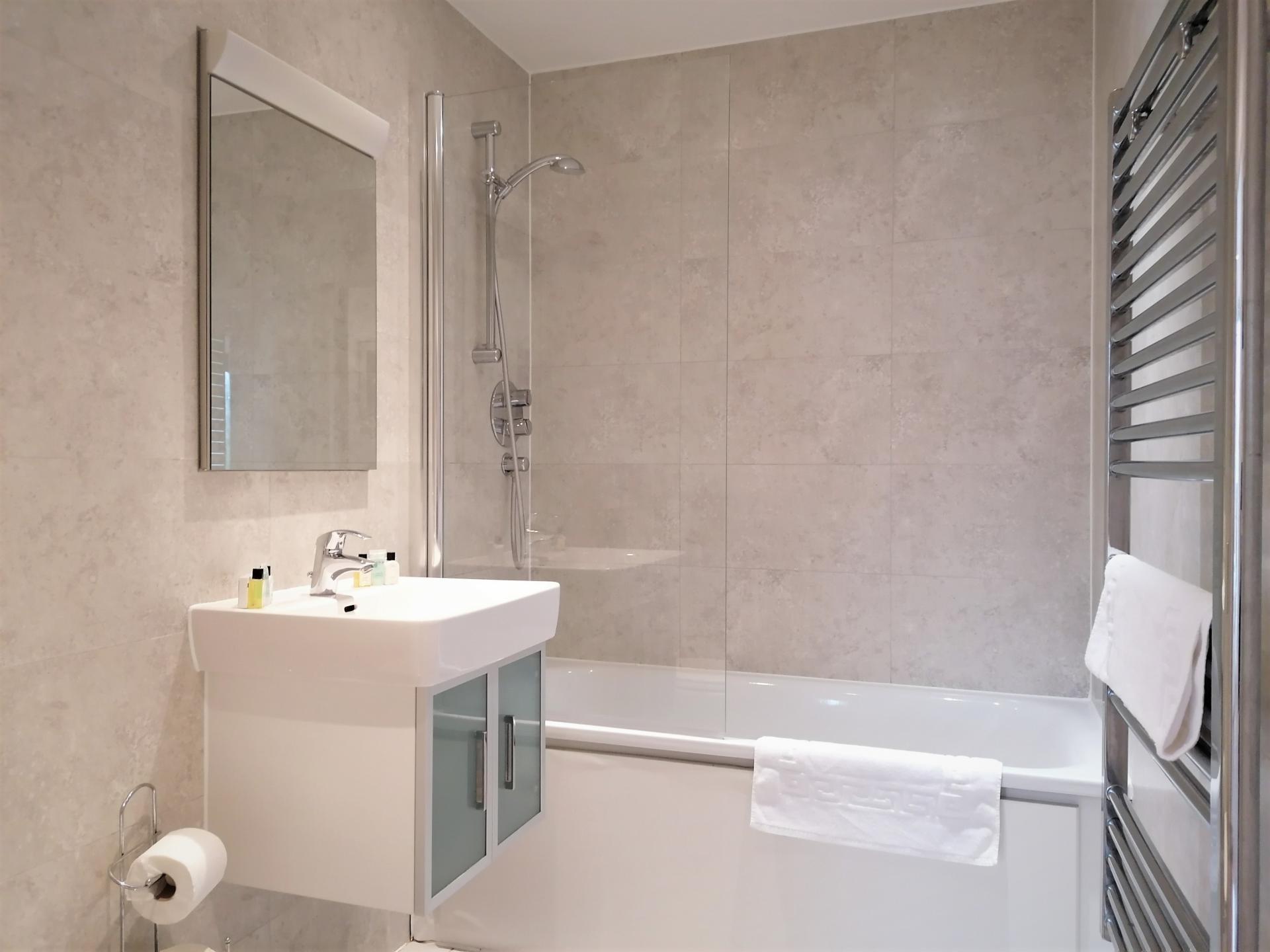 Bath at Still Life King's Cross - Citybase Apartments