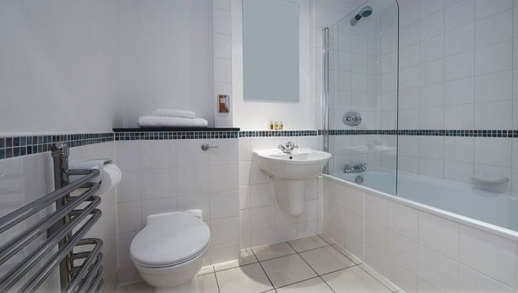 Modern bathroom in Queen Street St Paul's Apartments - Citybase Apartments