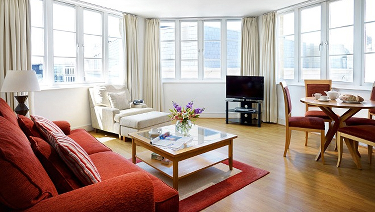 Spacious living area in Queen Street St Paul's Apartments - Citybase Apartments
