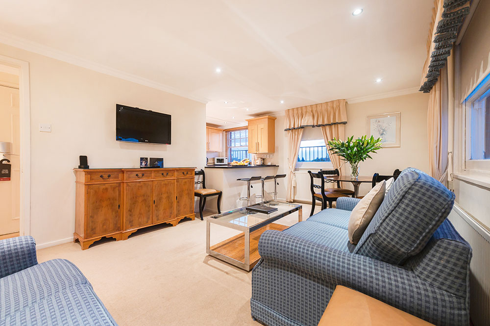 TV at No.1 The Mansions Apartments, Earls Court, London - Citybase Apartments