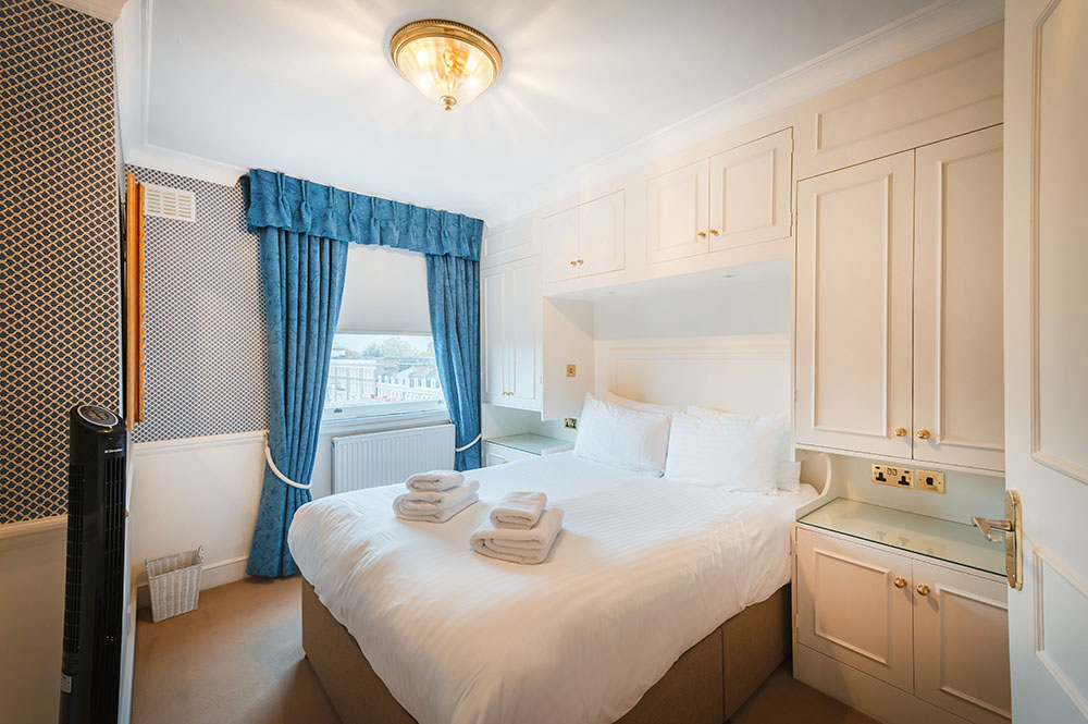 Bright bedroom at No.1 The Mansions Apartments, Earls Court, London - Citybase Apartments
