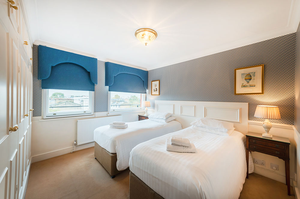 Twin beds at No.1 The Mansions Apartments, Earls Court, London - Citybase Apartments
