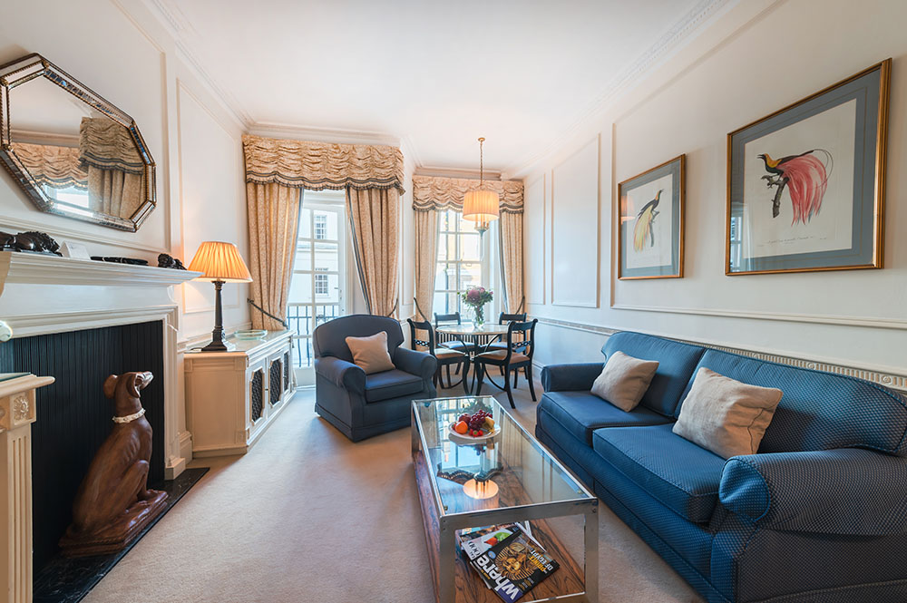 Living area at 44 Curzon Street Apartment, Green Park, London - Citybase Apartments
