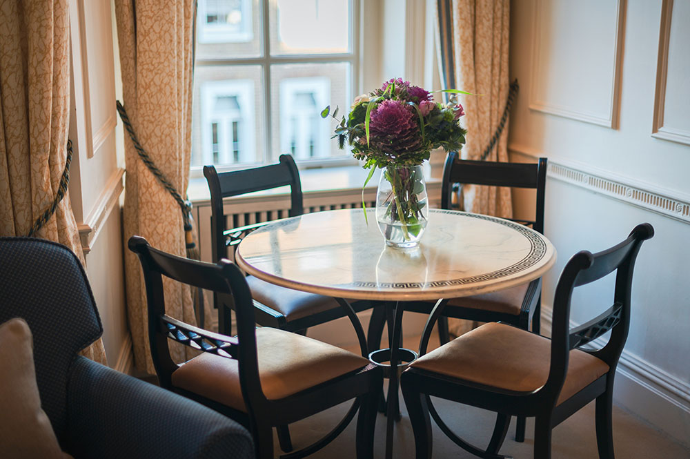 Dining area at 44 Curzon Street Apartment, Green Park, London - Citybase Apartments