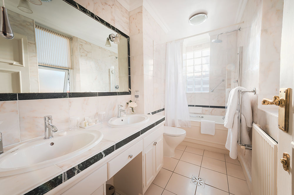 Bathroom at 44 Curzon Street Apartment, Green Park, London - Citybase Apartments