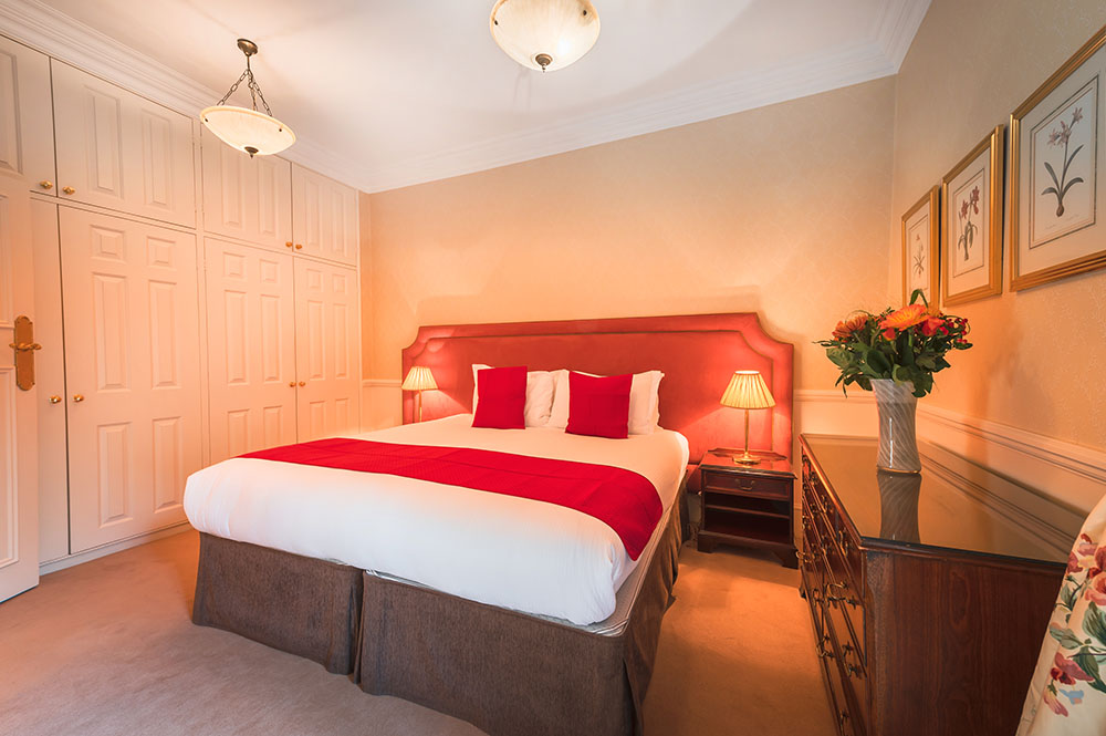 Bedding at 44 Curzon Street Apartment, Green Park, London - Citybase Apartments