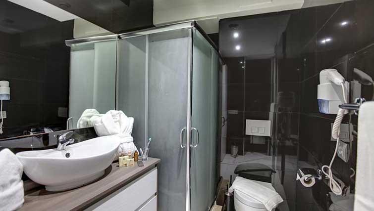 Bathroom at The Fourteen Apartments - Citybase Apartments